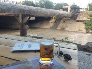 Viihtyisä rantaravintola Bishkekissä